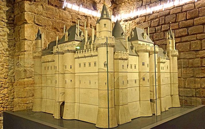 paris-louvre-medieval-model-philippe-august-fortress-715