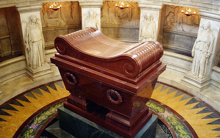paris-napoleon-tomb-domes-des-invalides-715