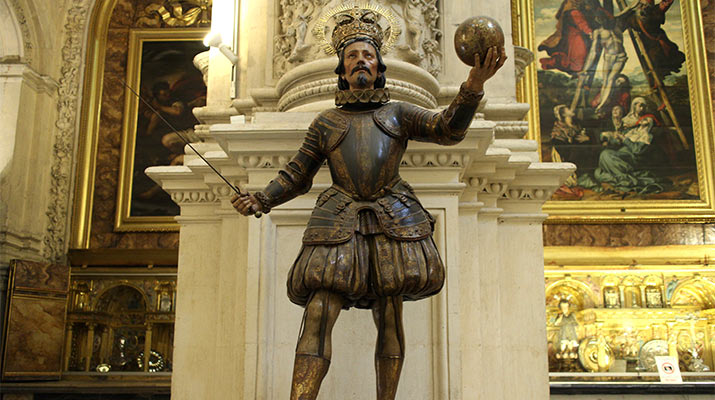 seville-cathedral-main-sacristry-ferdinand-3-statue-715