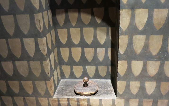 florence-italy-palazzo-davanzati-bathroom-715