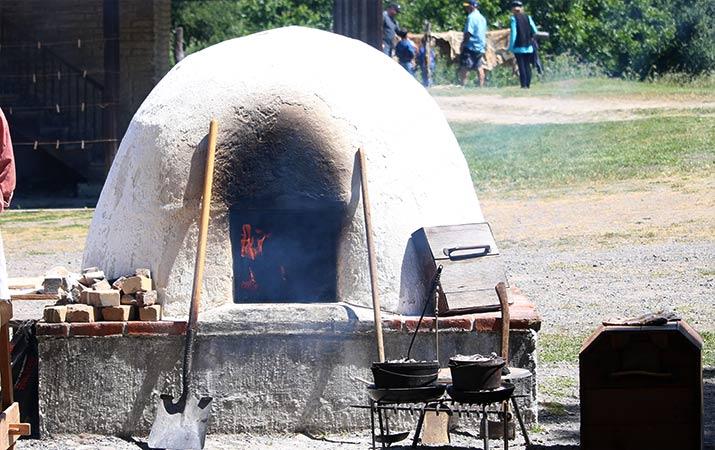 petaluma-adobe-living-history-day-beehive-oven-horno-715