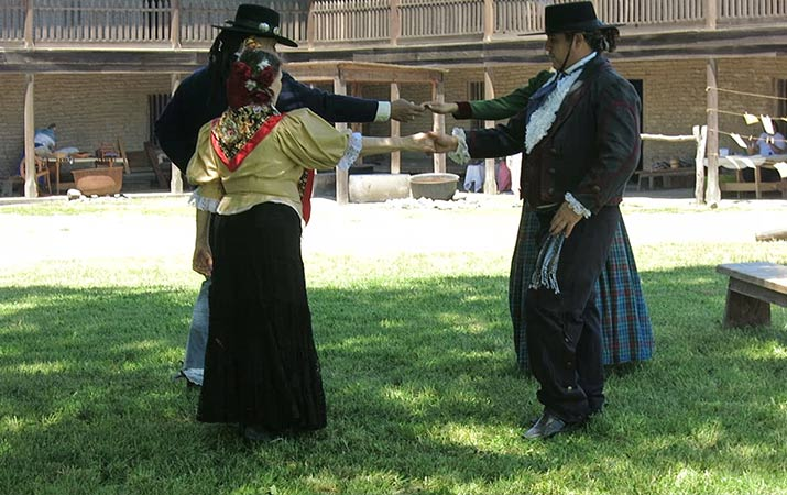 petaluma-adobe-living-history-day-dancers-715