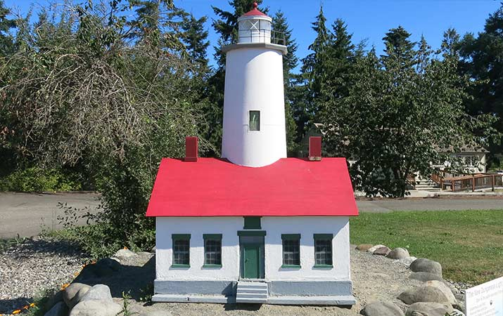 sequim-visitor-center-model-lighthouse-715