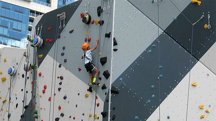 maggie-daley-park-chicago-climbing-wall-400