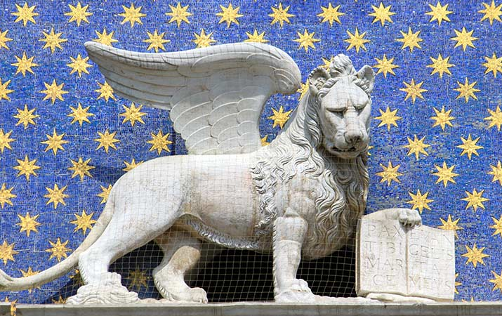 lion-saint-mark-venice-clock-tower-715