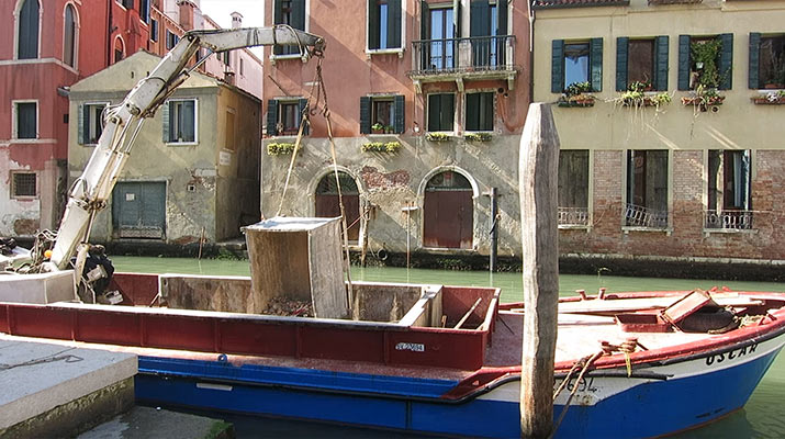 venice-construction-boat
