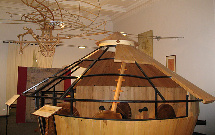 leonardo-da-vinci-inventions-museum-florence-tank-flying-machine-715