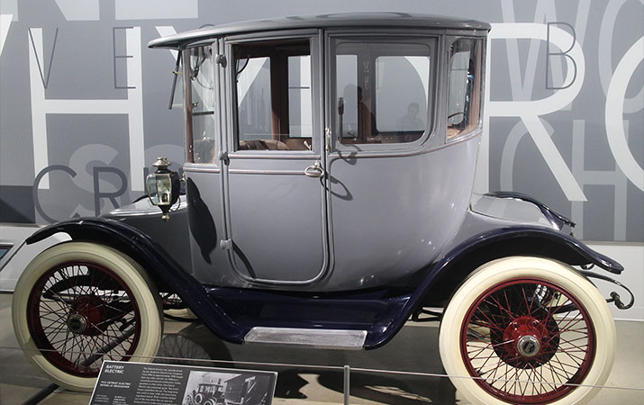 petersen-automotive-museum-1915-Detroit-Electric-car-715