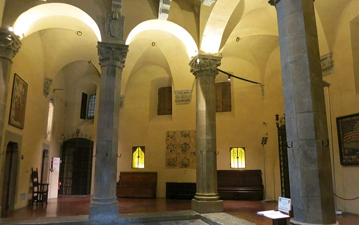 florence-italy-palazzo-davanzati-courtyard-715