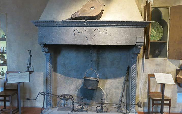 florence-italy-palazzo-davanzati-kitchen-715