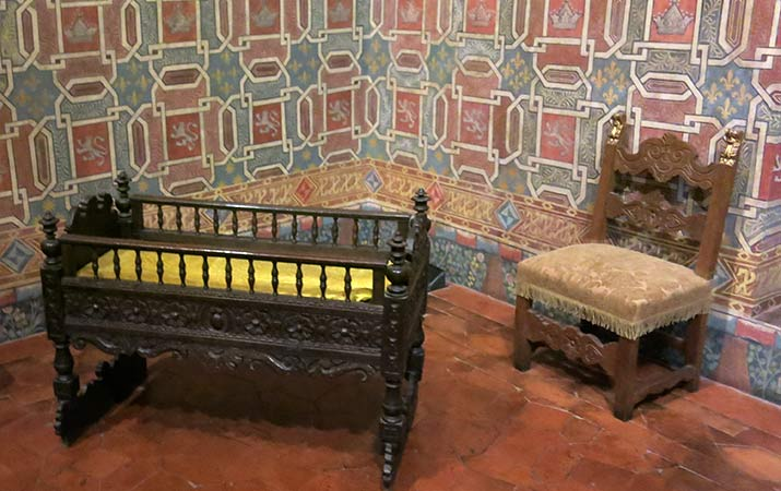 florence-italy-palazzo-davanzati-peacock-room-crib-miniature-chair-715