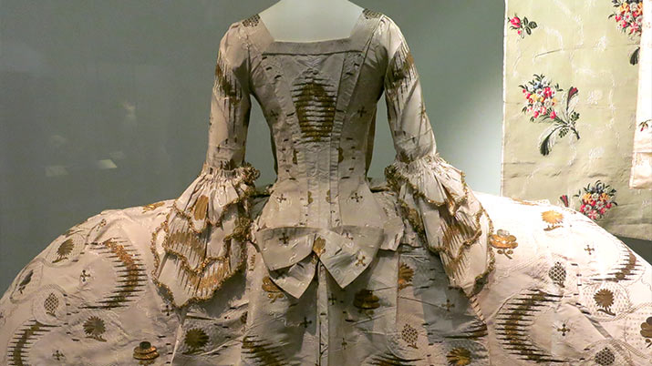 london-victoria-albert-museum-18th-century-mantua-court-dress-715