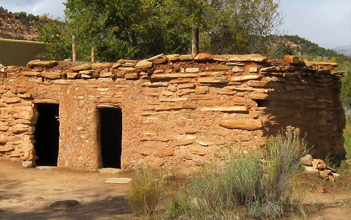 grand-staircase-escalante-anasazi-stone-building-replica-715